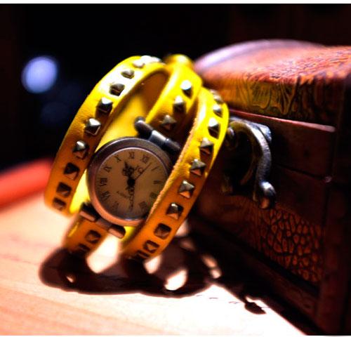 Винтажные Часы с заклепками
